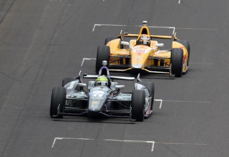 Kanaan lidera à frente de Hunter-Reay nas últimas voltas