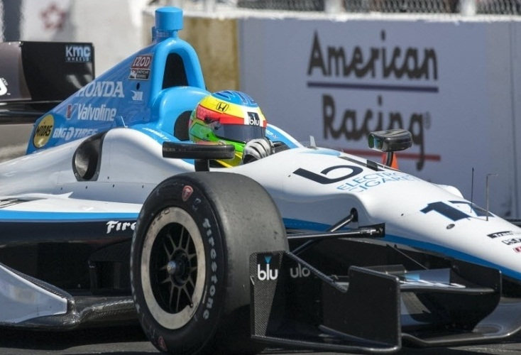 Mike Conway em Long Beach neste ano