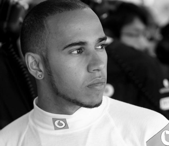 Hamilton se comparou a Ayrton Senna ao ser penalizado em Mônaco