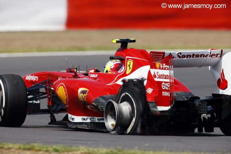 Felipe Massa com pneu estourado no GP de ontem