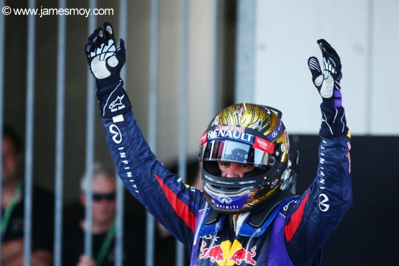 Vettel comemora vitória em casa