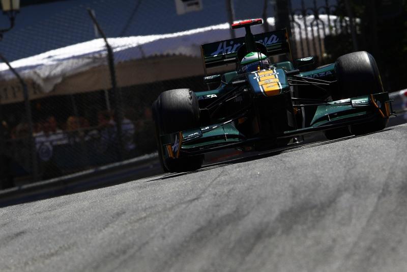 Heikki Kovalainen contorna uma curva durante o GP de Mônaco