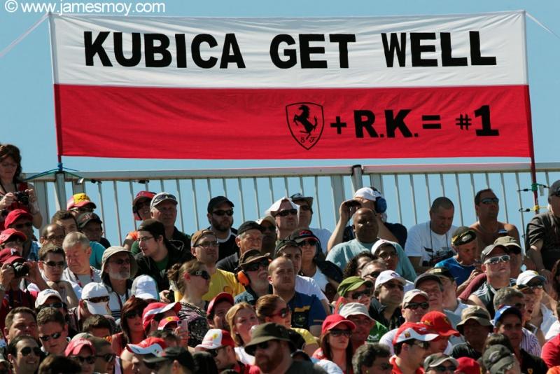 Torcida ferrarista homenageia Kubica