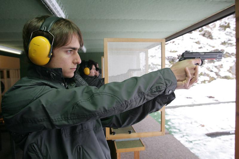Gutierrez durante aulas de tiro com os companheiros de Sauber