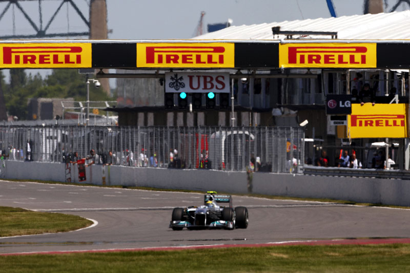 Nico Rosberg rasga a reta principal de Montreal