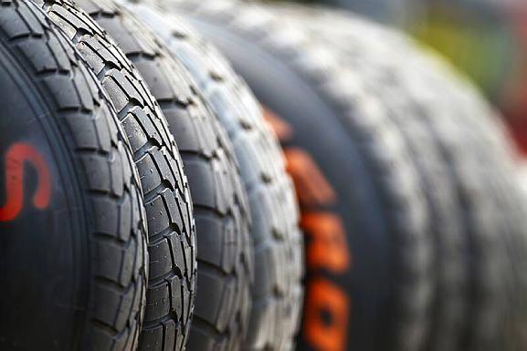 Graças aos pneus, mesmo no seco, a corrida promete ser movimentada nos boxes
