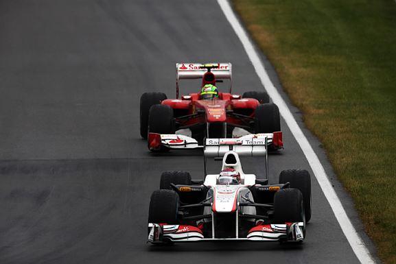 Kobayashi segurou Massa na metade da prova