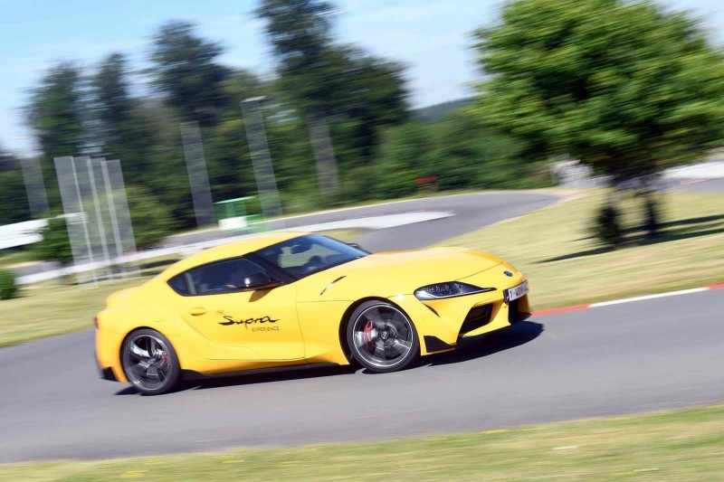 Die Werte: Kraftstoffverbrauch Toyota GR Supra 250 kW (340 PS), kombiniert: 7,5 l/100km; CO2-Emissionen, kombiniert: 170/km, vorläufige Werte