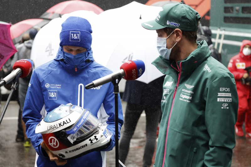 Mick Schumacher Sebastian Vettel Haas Haas F1Aston Martin Aston Martin F1 ~Mick Schumacher (Haas) und Sebastian Vettel (Aston Martin) ~