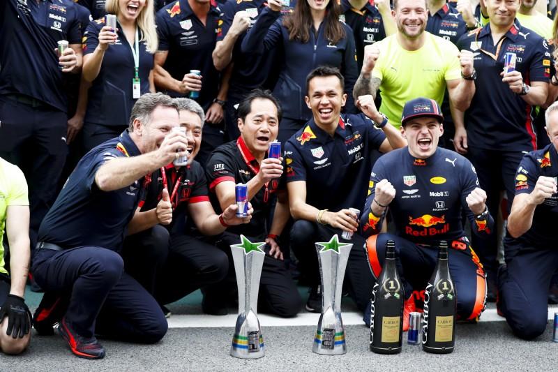 Christian Horner Alexander Albon Max Verstappen CIP CIP Moto3Red Bull Aston Martin Red Bull Racing F1 ~Christian Horner, Alexander Albon (Red Bull) und Max Verstappen (Red Bull) ~