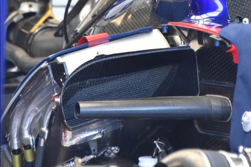 Toro Rosso STR14, Seitenkasten