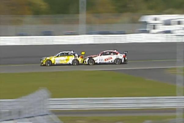 BMW M240i Racing, Zweikampf