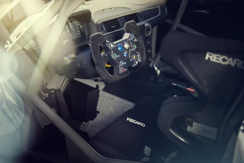 BMW M2 CS Racing, Cockpit