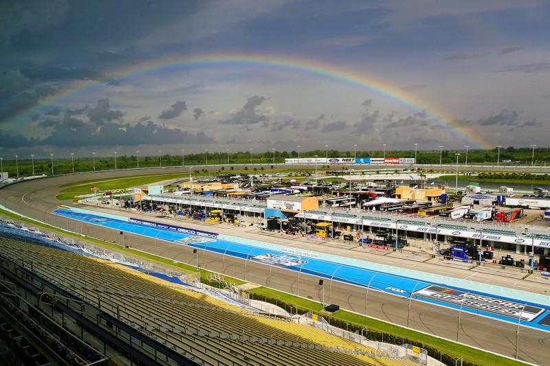 Regenbogen über dem Homestead-Miami Speedway