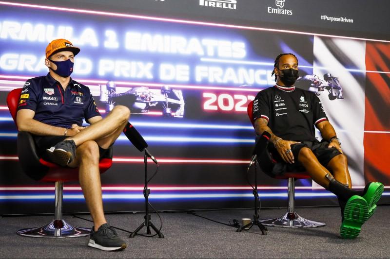 Max Verstappen und Lewis Hamilton in der FIA-Pressekonferenz vor dem Frankreich-Grand-Prix 2021 in Le Castellet
