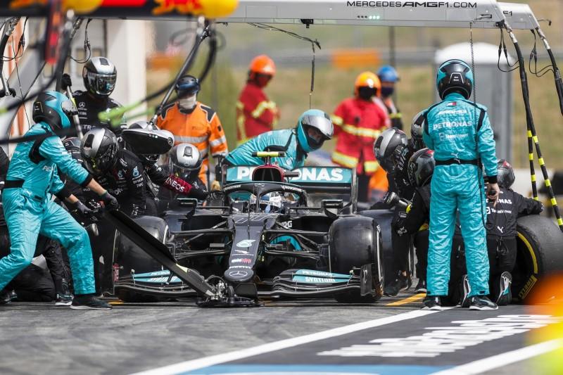 Valtteri Bottas im Mercedes W12 beim Formel-1-Boxenstopp in Le Castellet 2021