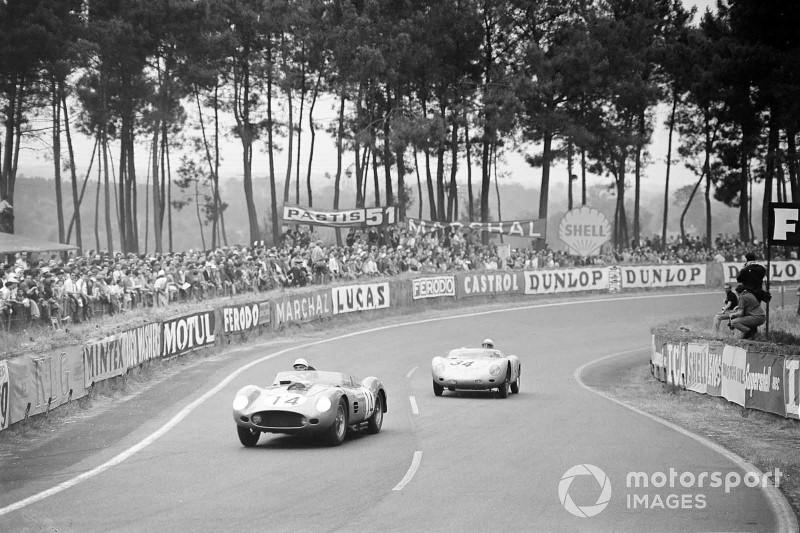 Phil Hill / Olivier Gendebien, Scuderia Ferrari, Ferrari 250 Testa Rossa 59, führt vor Edgar Barth / Wolfgang Seidel, Porsche KG, Porsche 718 RSK