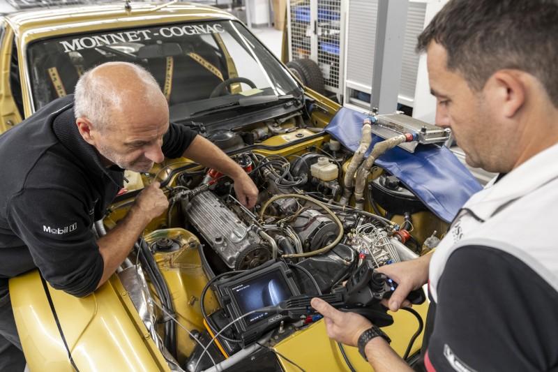 Der legendäre Porsche-Ingenieur Roland Kussmaul hilft bei der Wiederinbetriebnahme des 924 Carrera GTS Rallye