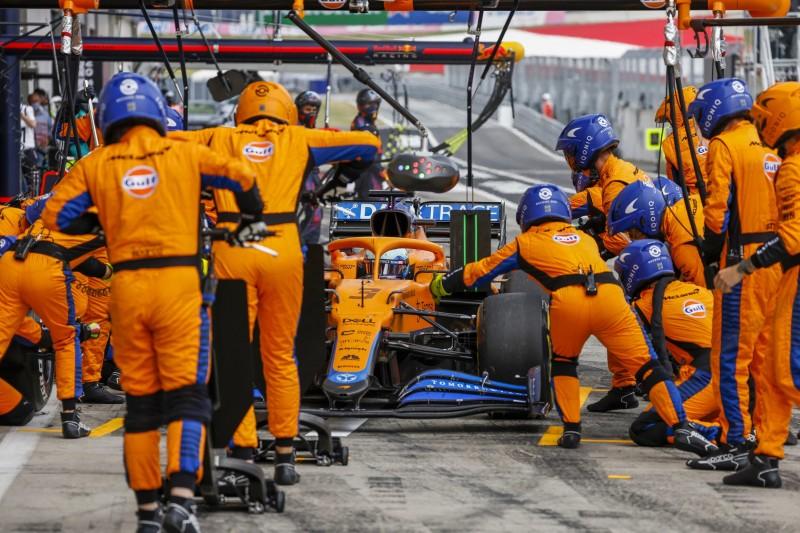 Daniel Ricciardo (McLaren) beim Boxenstopp