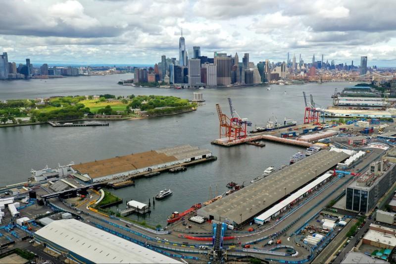 Brooklyn Street Circuit in New York mit Skyline von Manhattan im Hintergrund
