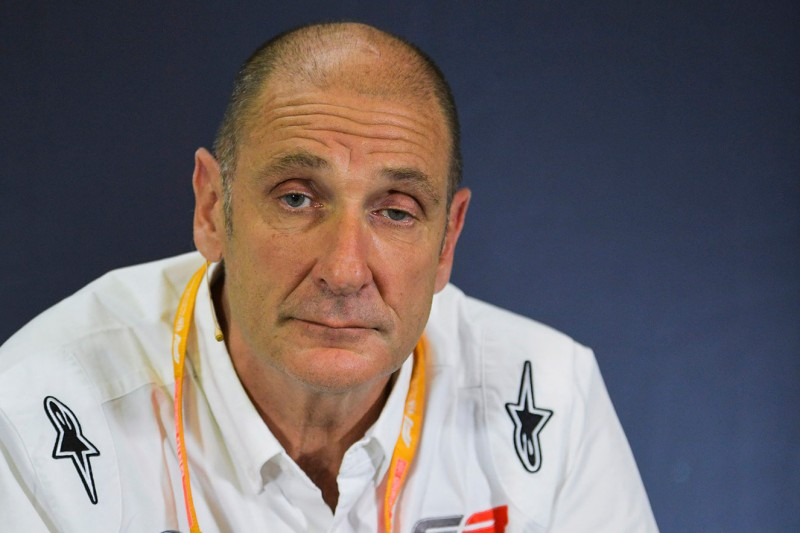 Bruno Michel, CEO der Formel 2 und Formel 3, bei einer Pressekonferenz