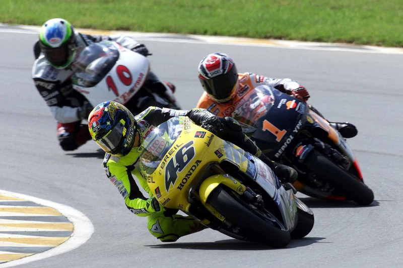 Valentino Rossi bei seinem 500er-Debüt in Welkom 2000 vor Alex Criville und Alex Barros