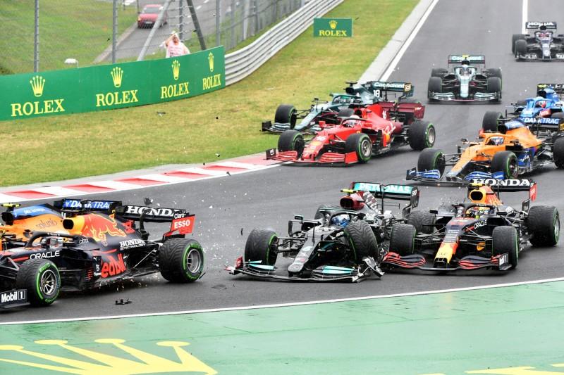 Startcrash beim GP Ungarn 2021: Max Verstappen, Valtteri Bottas, Sergio Perez