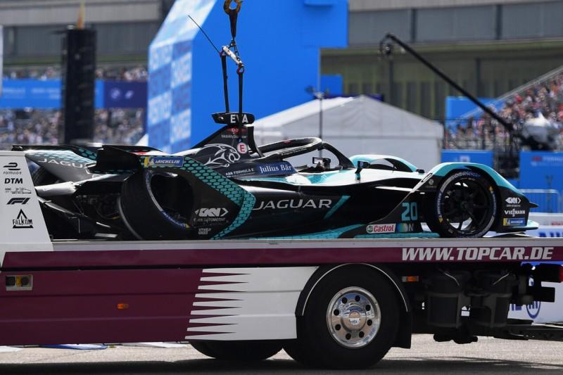 Das Formel-E-Auto von Mitch Evans nach dem Startunfall beim E-Prix von Berlin 2021