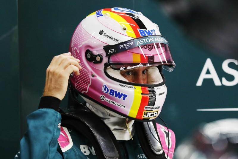 Aston-Martin-Fahrer Sebastian Vettel mit Helm beim Grand Prix von Belgien der Formel 1 2021 in Spa-Francorchamps