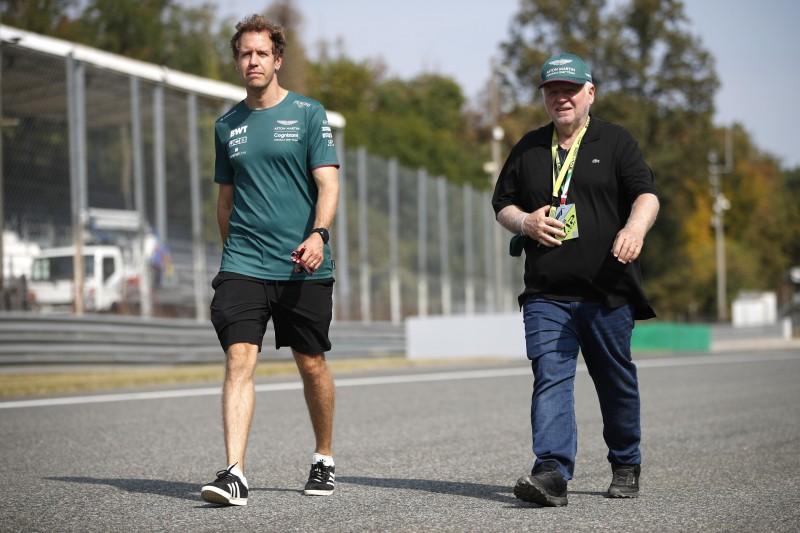 Sebastian Vettel beim Trackwalk in Monza vor dem Grand Prix von Italian der Formel 1 2021 mit Vater Norbert Vettel