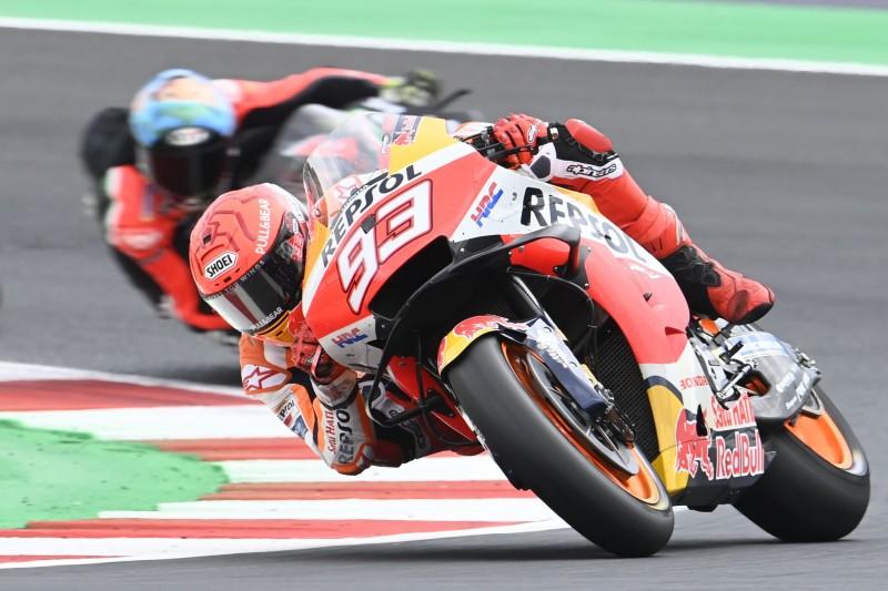 Marc Marquez fährt mit seiner Honda in Misano.
