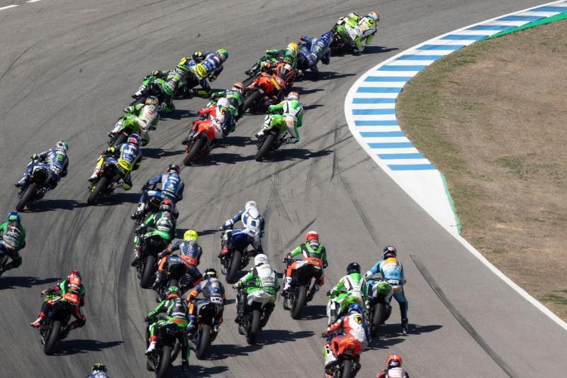 Renn-Action in der Supersport-300-Klasse in Jerez