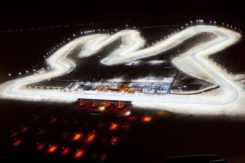Losail Circuit in Katar unter Flutlicht