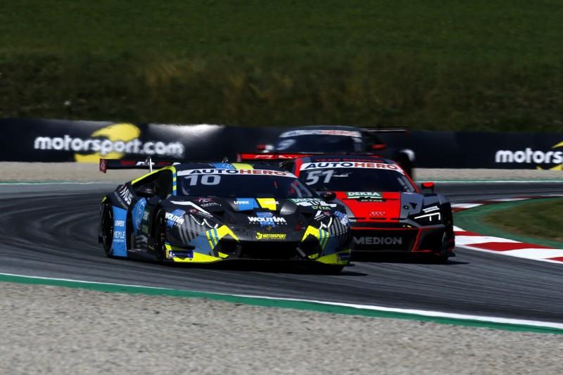 Nico Müller verfolgt im Audi den Lamborghini von Esteban Muth