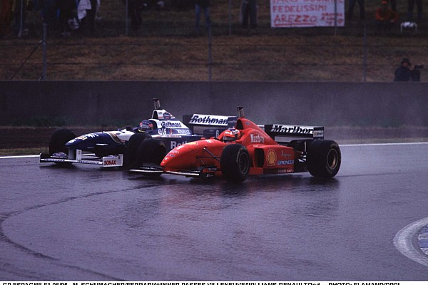 AUTO - F1 1996 - SPAIN - PHOTO : DPPI MICHAEL SCHUMACHER / FERRARI - JACQUES VILLENEUVE / WILLIAMS RENAULT - OVERTAKING - ACTION