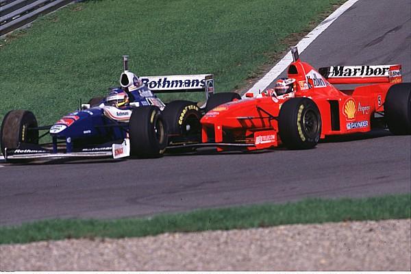 AUTO F1 1997 - GP EUROPE JEREZ 971026 - MICHAEL SCHUMACHER / FERRARI CRASHING WITH JACQUES VILLENEUVE / WILLIAMS RENAULT / WORLD CHAMPION - PHOTO: THILL/ATP/DPPI