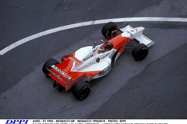 AUTO - F1 1996 - MONACO GP - MONACO 19960519 - PHOTO : DPPI DAVID COULTHARD (GBR) / McLAREN MERCEDES - ACTION WITH MICHAEL SCHUMACHER 'S HELMET FUNNY BEST OF