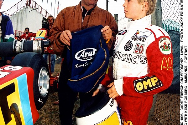 AUTO - KARTING 1996 - CADET FRENCH CHAMPIONSHIP - LAVAL - PHOTO: JACKY FOULATIER / AUTOMEDIA NICO ROSBERG WITH KEKE ROSBERG - AMBIANCE - PORTRAIT
