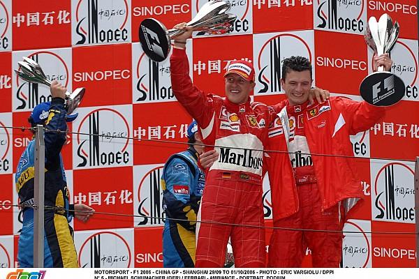 MOTORSPORT - F1 2006 - CHINA GP - SHANGHAI 29/09 TO 01/10/2006 - PHOTO : ERIC VARGIOLU / DPPI N° 5 - MICHAEL SCHUMACHER (GER) / FERRARI - AMBIANCE - PODIUM CHRIS DYER / TEAM FERRARI
