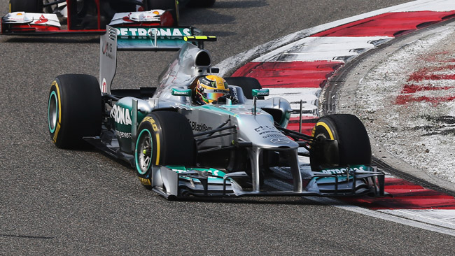 Hamilton se la ride: