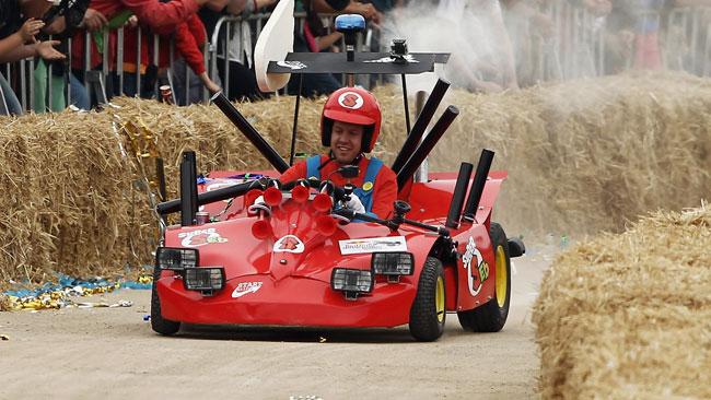 Vettel si veste di rosso...ma è solo