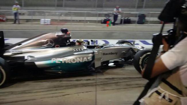 Bahrein, Libere 2: le Mercedes danno 1