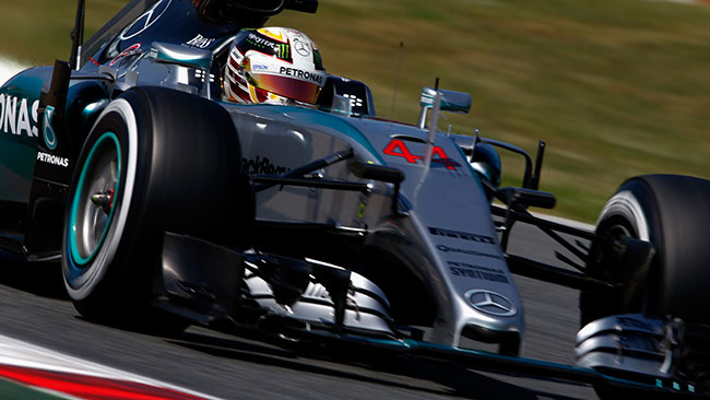 Hamilton lancia la sfida: