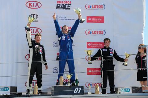Podium wyścigu 2 | Fot. Dominik Kalamus