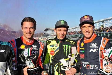 Andreas Mikkelsen, Valentino Rossi i Thierry Neuville   Fot. PhotoRigato/Quaglia