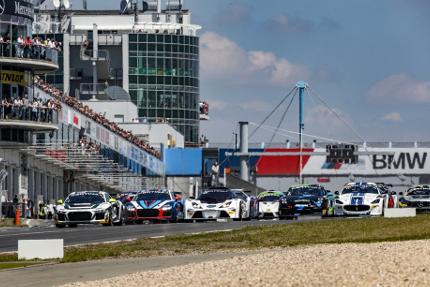 Start na Nürburgringu   Fot. GT4