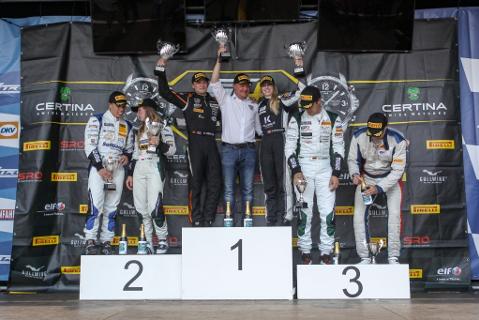 Podium na Nürburgringu   Fot. GT4