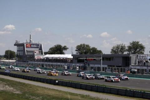 Start na Slovakia Ringu   Fot. WTCR