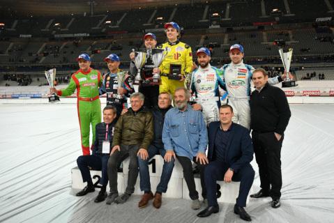 Podium na Stade de France | Fot. tropheeandros.com