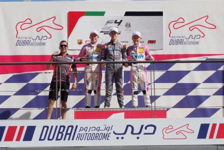 Podium w Dubaju   Fot. F4 UAE